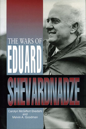 Cover image for The Wars of Eduard Shevardnadze By Carolyn Ekedahl and Melvin A. Goodman